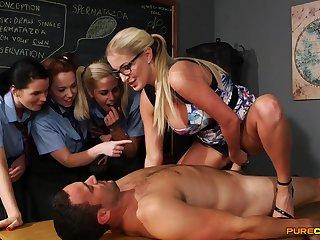 Wild light-haired lecturer flashes her schoolgirls how yon gargle stiffy