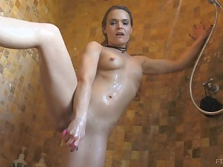 Sexy shower masturbation boxing-match with Blaten and her toys