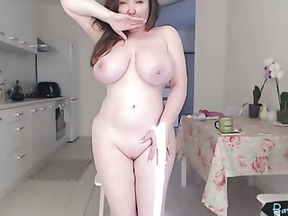 Chubby big tits camgirl with vibratoy in pussy on webcam