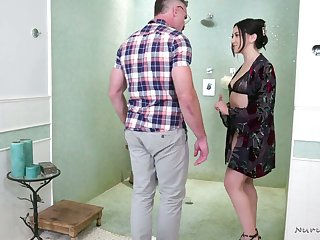 Jaw dropping masseuse Mandy Muse serves the brush man at the highest level