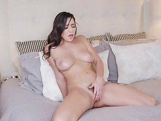 Karlee Grey plays solo with her pussy