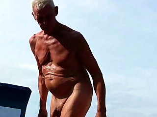 Nudist Opa am Strand - 2