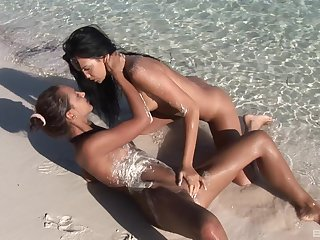 Naked dolls are sharing the lust be proper of pussy down at the beach