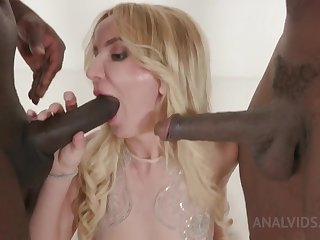 Kinky interracial troika take Tatiana Swank
