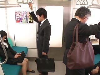 Fhd 黒瀬萌衣 - 慣れない仕事に追われる新人olは気遣いで疲れているのか移動の電車で痴漢 [rdt-221